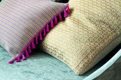 Neonelli. Фактурный шенилл и жаккард являются самыми популярными тканями для обтяжки мебели, поскольку придают ей изысканности и лоска, а также данные фактуры представлены в широкой и насыщенной цветовой палитре.