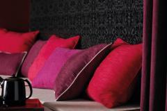 Sionne. Это ткани, по своим техническим свойствам подходящие для использования при изготовлении портьер и мебельной обивки. Великолепная пластичность и драпируемость тканей такого типа подойдет для комплексного текстильного оформления интерьера.