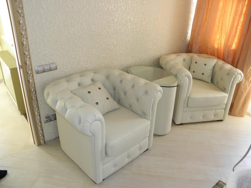 Кресла и мягкие стулья