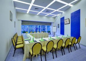 Отель Les Art Resort (Римские шторы и фуршетная юбка)