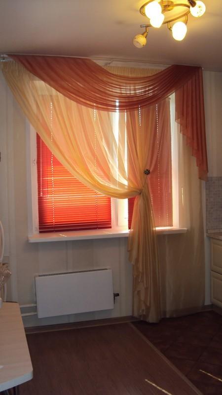 Оформление кухонного окна легкими тюлями_800