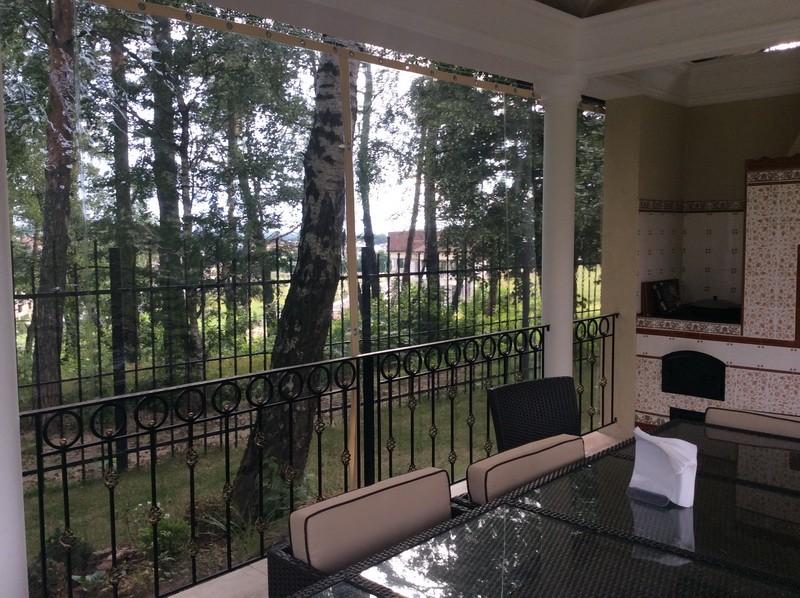 Прозрачные виниловые шторы на веранду